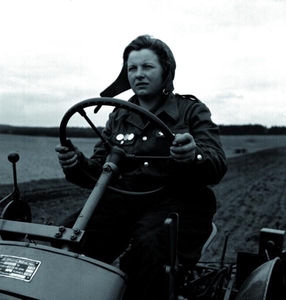Kobieta_na_traktorze